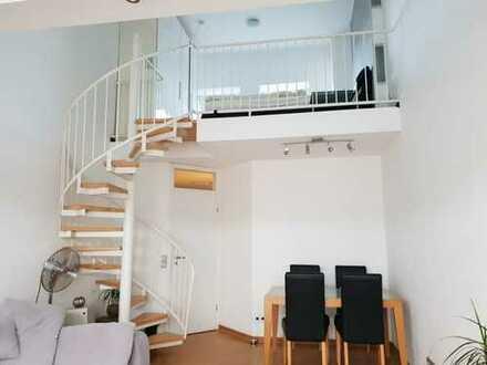 Stilvolle, modernisierte 2,5-Zimmer-Maisonette-Wohnung mit Balkon und Einbauküche in Meerbusch