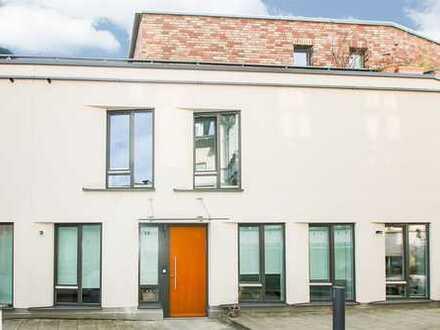 Rarität in der Heidelberger Altstadt: Neuwertiges und großzügig aufgeteiltes Stadthaus