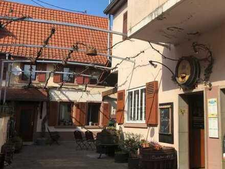 Dossenheim. Ehemaliges Wohn- und Geschäftshaus mit viel Neu- und Umbaupotential in zentraler Lage.