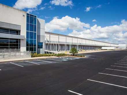 Kurzfristig   4.000 m² Lagerhalle in bester Lage zu vermieten   *JLL*