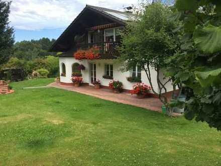 RESERVIERT!! Landhaus (DHH) mit ca. 12.000 m2 Grund – in idyllischer Ortsrandlage
