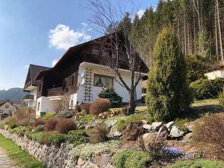 Freistehendes Einfamilienhaus in Südlage mit Einliegerwohnung und Traumblick in Lenzkirch!