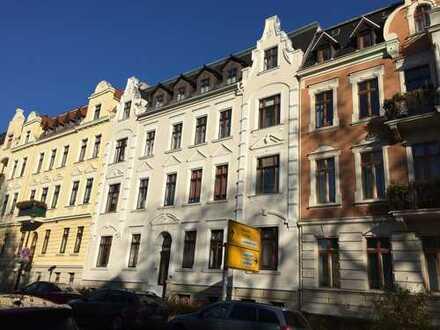 Ruhig in der schönen Südstadt wohnen: 2 Zimmer im 2.OG mit großem Balkon und Bad mit Wanne!