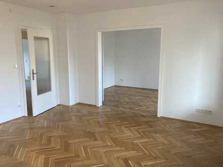 Geschmackvoll sanierte 2,5 Zimmer-Wohnung mit Süd-Balkon Nahe Stadtpark