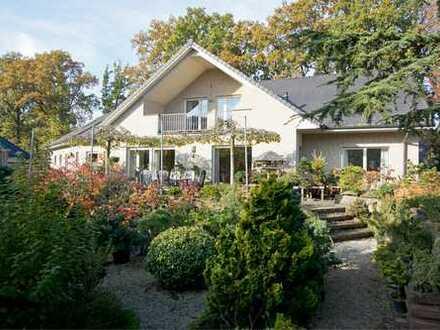 ***Europa-Makler***Sehr großzügiges und junges Landhaus mit Doppelgarage und sehr schönem Garten!