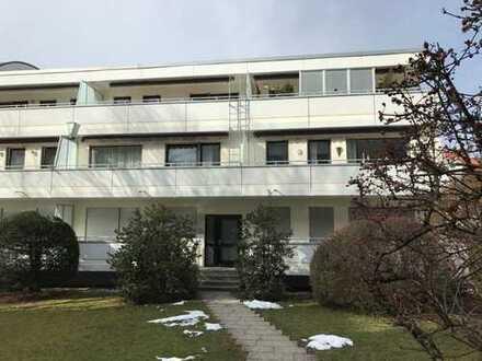 Tolle Dachterassenwohnung, 1,5-Zimmer mit EBK in Moosach, absolut ruhige Lage im Hof.