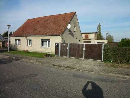 Wohnhaus mit Nebengelass und Garten in der Uckermark