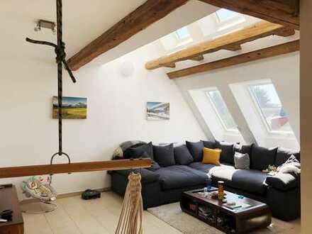 Park Immobilien - Moderne 2,5-Zi.-Maisonette, EBK, Kamin, Pkw-Stellpatz und Gartennutzung