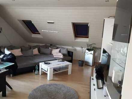 Gepflegte 2-Raum-DG-Wohnung mit Balkon und Einbauküche in Niefern-Öschelbronn