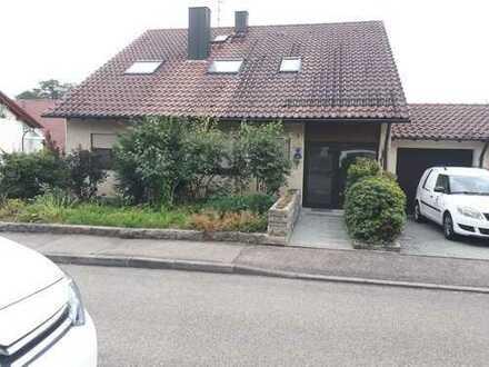 Ansprechende 2,5-Zimmer-DG-Wohnung mit Balkon in Waiblingen-Hohenacker