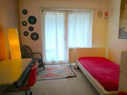 Großes möbeliertes Zimmer mit Balkon in 2-er WG, Marburg Kernstadt