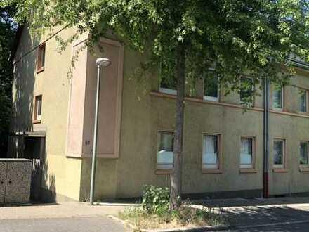 Frisch renovierte 3 Zimmer Wohnung wartet auf Sie !