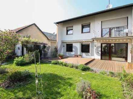 Wohnen und Wirtschaften: Solides Haus mit 2 Wohneinheiten, Balkon, Terrasse und Garten