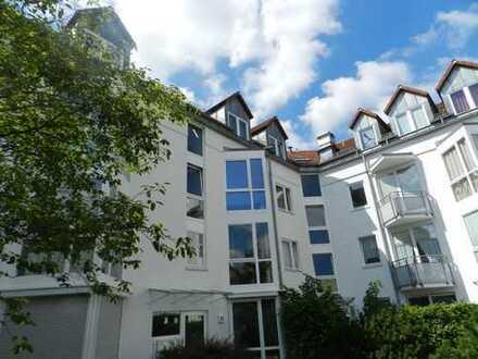 Große, helle 2 Zimmerwohnung im ruhigen Köpenick. Ausgestattet mit Wannenbad und 2 Balkonen!!