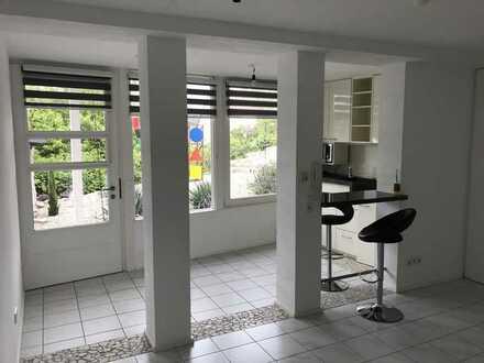 Offene, modernisierte 1-Zimmer-Wohnung mit EBK in Oberboihingen