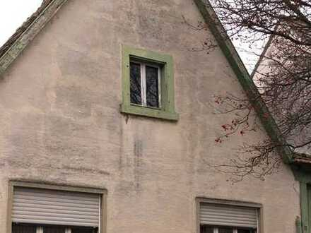 Einfamilienhaus mit Scheune und Garten