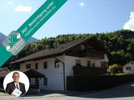 Sonnige 2 Zimmer Wohnung, TG Stellplatz & schöner Erker in zentraler Lage von Oberau