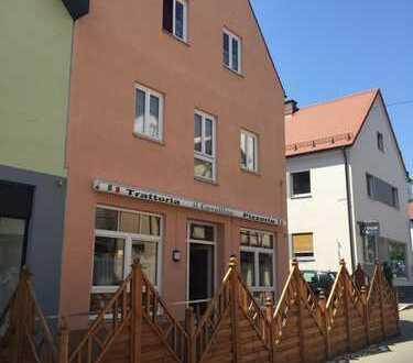Bis zu 5% Rendite,Gastronomieimmobilie mit kleiner 1 Zim-Wohnung im Zentrum von Wertingen