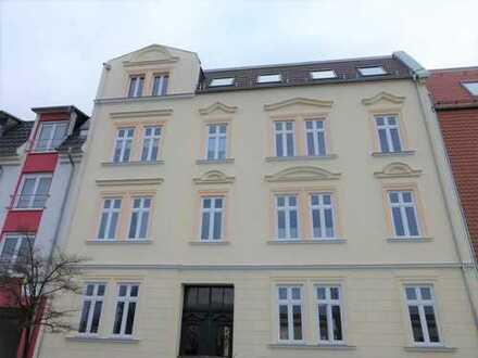 ERSTBEZUG NACH SANIERUNG! Traumhafte 2-Zimmer-Wohnung mit EBK und Balkon in zentraler Lage