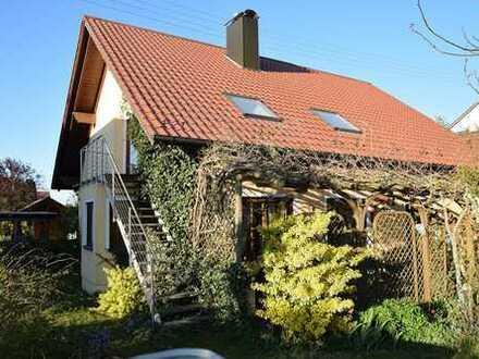Ruhig gelegenes Ein- / Zweifamilienhaus mit zauberhaftem Garten