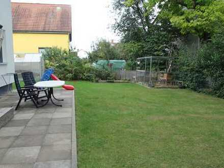 Freistehendes lichtdurchflutetes Haus mit Garten