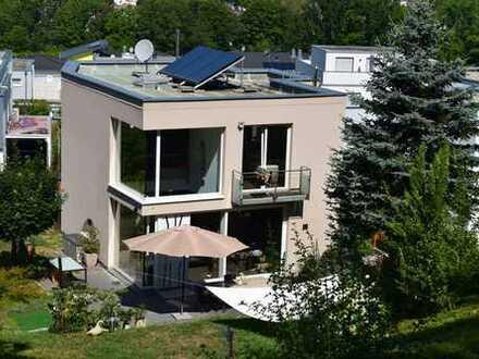 Lichtdurchflutetes Haus mit großem Aussichtsgrundstück
