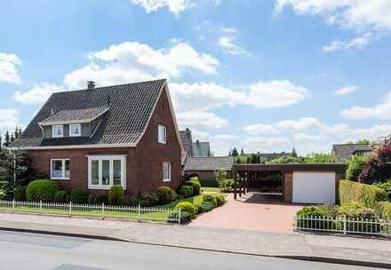 KVBM bietet an: Sehr großzügiges freistehendes Einfamilienhaus mit vier Schlafzimmer und Garage.