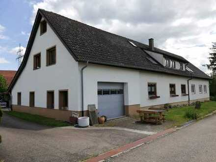 Mehrfamilienhaus mit Scheune und großzügigem Grundstück