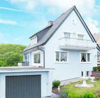Sandershausen: Sehr gepflegtes 1-2 Familienhaus mit herrlichem Garten und traumhaftem Fernblick
