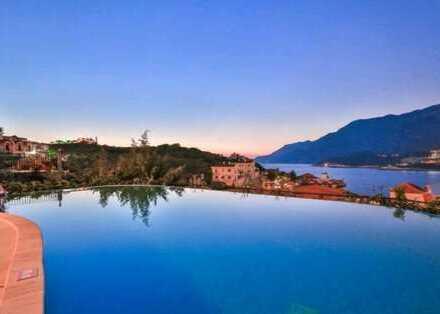 Romantisches Steinhaus mit atemberaubendem Meerblick und Pool