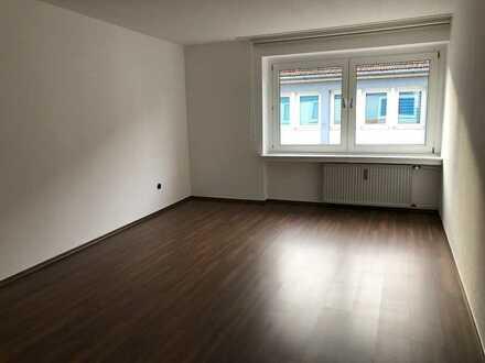 Schöne, neu renovierte 3-Zimmer-Wohnung mitten in der City!!!