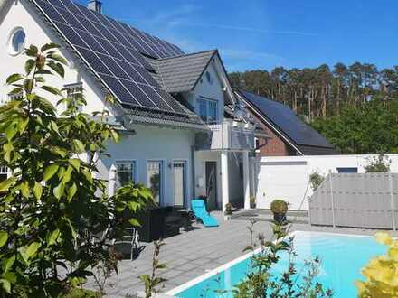 Hightech-Traumhaus mit Luxus-Pool in ruhiger TOP-Lage von Heroldsbach