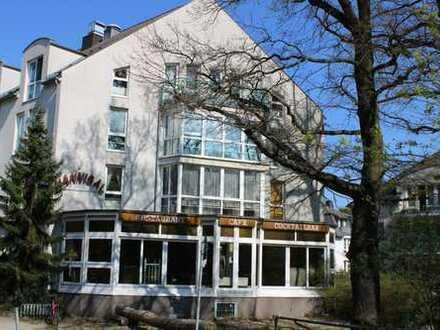 Leerstehendes Gewerbe im EG mit Umnutzung zum Hostel/Notunterkunft beim Forum Köpenick