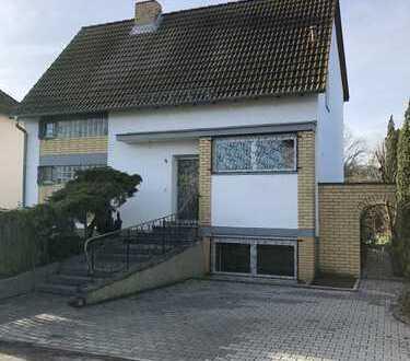 Schönes freistehendes Haus mit großen Garten in Budenheim