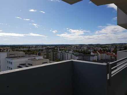 Exklusive, vollständig renovierte 2-Zimmer-Wohnung mit Balkon und Einbauküche in Germering