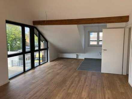 Erstbezug nach Kernsanierung: 2 Zimmer DG - Wohnung mit Balkon