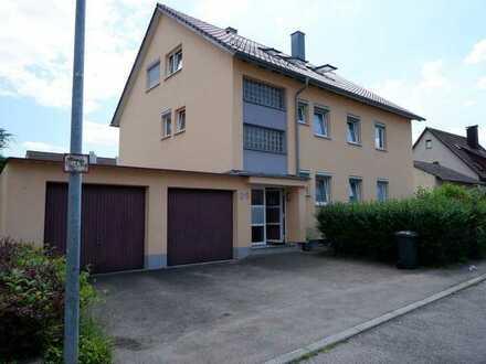 Schönes 3 Fam. Haus mit großer Garten, 2x Balkon sowie 2 Garagen in 71139 Ehningen