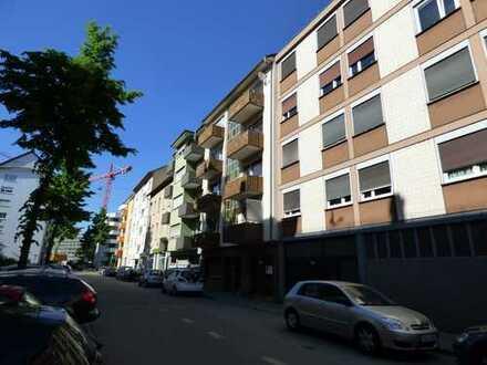 Helle Wohnungen mit zwei Balkonen im Lindenhof