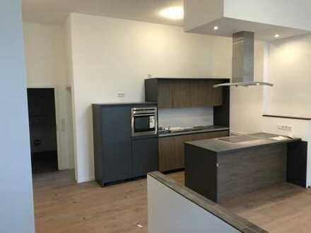 Erstbezug mit Rheinblick, Küche und Balkon: exklusive 2-Zimmer-Dachgeschosswohnung in Wesseling