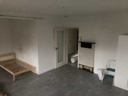 ++Möbiliertes, schönes Zimmer in WG++ Renoviert ++ TOP Anbindung zum Daimlerwerk Untertürkheim ++