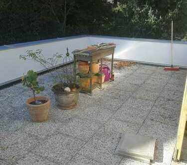 Ruhige, sanierte 4-Zimmer-DG-Wohnung in Augsburg mit großer Dachterrasse