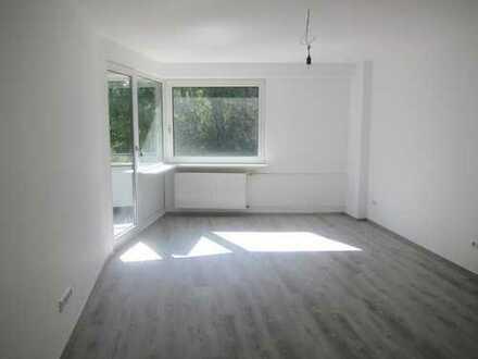 Top Sanierte und Ruhig gelegene Wohnung mit Balkon !