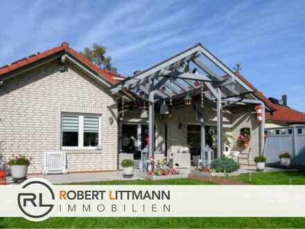 Exklusive Doppelhaushälfte mit großem Whirlpool und rentabler Solaranlage in Hatten
