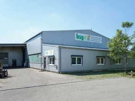 Moderne Produktions- und Lagerhalle mit Büros