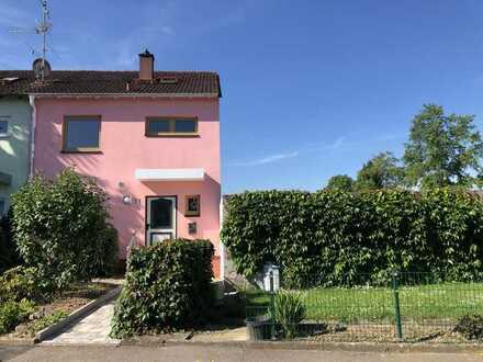 Attraktives Reihenendhaus mit Terrasse, Garten und Garage in Bad Krozingen-Hausen!