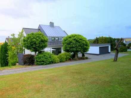 Traumhaftes Architektenhaus mit zusätzlichem Bauland in Idstein-Wörsdorf!