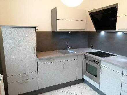 Attraktive und günstige 2 Raum-Wohnung mit hochwertiger EBK