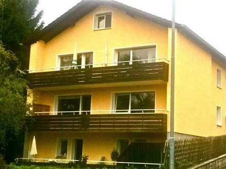 Spitze ! Sehr schöne Erdgeschoss-Souterrain-Wohnung mit Südlage, großem Balkon/Terrasse und Garten