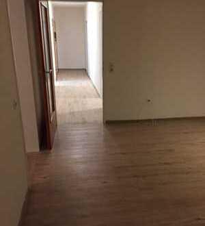 Sanierte EG-Wohnung mit drei Zimmern und Balkon in Krefeld