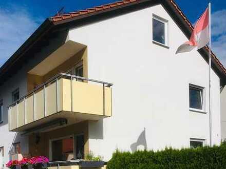 Frisch renovierte Wohnung mit 3,5 Zimmern und Balkon in Erlangen-Neuses